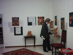 In parete 'Via crucis' di V.Picariello -sculture di  Carla Righi